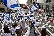 Israeli and American flags on Fifth Avenue (Photo: